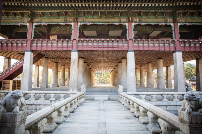 The Gyeonghoeru Pavilion where the King would have feasts for foreign envoys or his court officials. (Benjamin Chasteen/The Epoch Times)