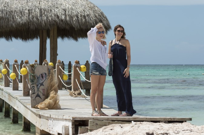 (L–R)  While on vacation in Mexico, sisters Kate (Claire Holt) and Lisa (Mandy Moore) seek a little adventure when they decide to go shark diving in