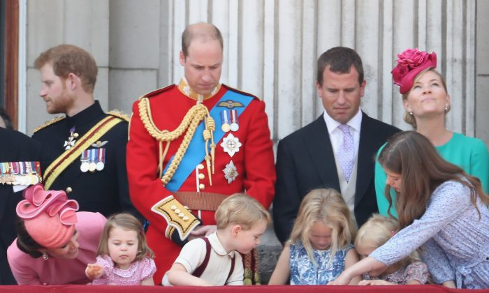 (L-R) Catherine, Duchess of Cambridge, Prince Harry, Princess Charlotte of Cambridge, Prince William, Duke of Cambridge, Prince George of Cambridge, Peter Phillips, Savannah Phillips, Isla Phillips and Autumn Phillips look out from the balcony of Buckingham Palace during the Trooping the Colour parade in London, England on June 17, 2017.  (Chris Jackson/Getty Images)