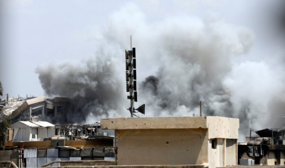Smoke billows from the Islamic State militants positions after an artillery attack by the Iraqi soldiers in western Mosul, Iraq June 18, 2017. REUTERS/Erik De Castro
