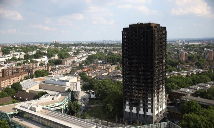The burnt out remains of the Grenfell apartment tower are seen in Kensington, London, Britain on June 18, 2017. (Reuters/Neil Hall)