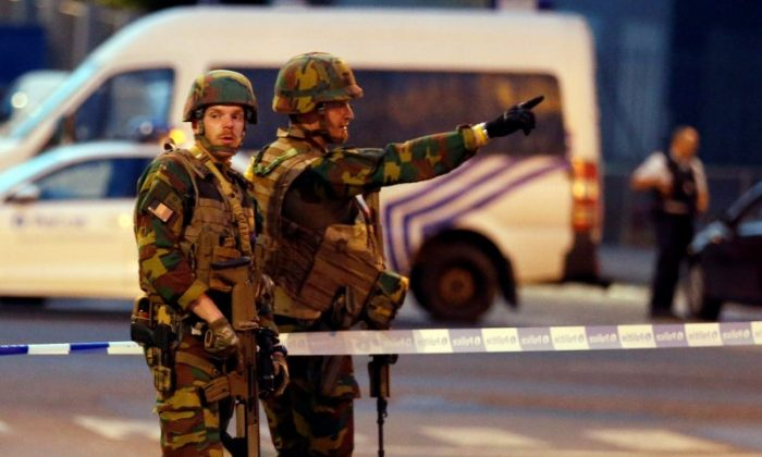 Belgian troops take up position following an explosion at Central Station in Brussels, Belgium on June 20, 2017.     (REUTERS/Francois Lenoir)