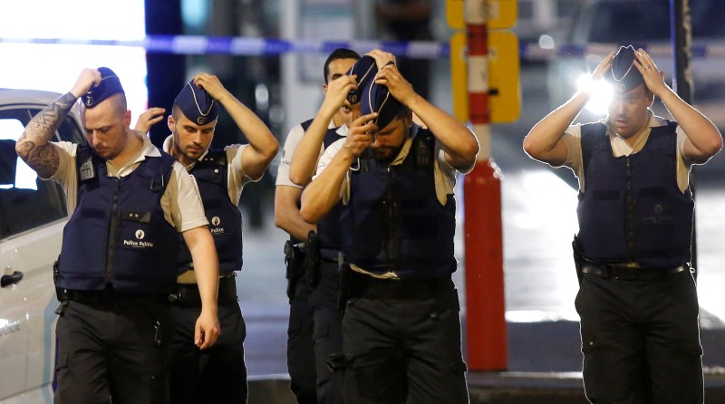 Belgian police take up position following an explosion at Central Station in Brussels, Belgium on June 20, 2017.  (REUTERS/Francois Lenoir)