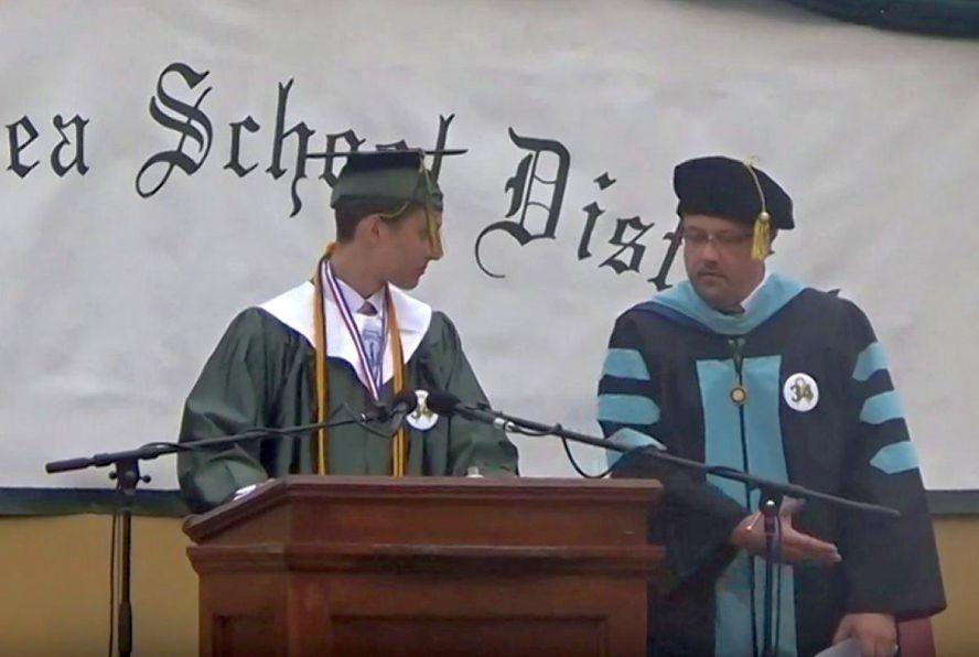 valedictory graduation speech A collection of hilarious graduation speeches  10 hilarious graduation speeches that won't put you to sleep  lengthy speech.