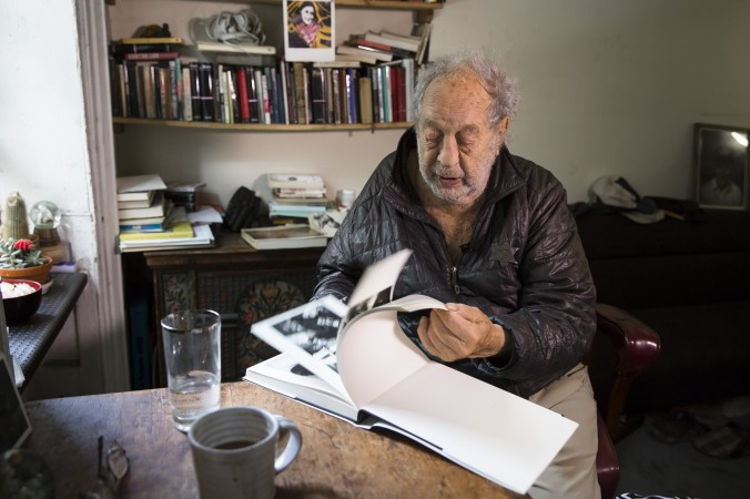 Robert Frank talks about his life and work at his home in New York City on June 8, 2017 (Samira Bouaou/The Epoch Times)