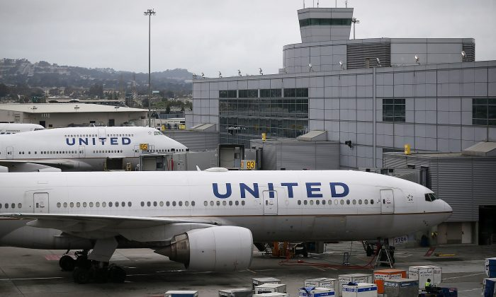 United Airlines planes sit on the tarmac at San Francisco International Airport on July 8, 2015, in San Francisco, California. (Justin Sullivan/Getty Images)