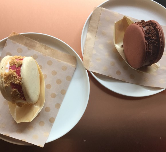 Macaron ice cream sandwiches in mixed berry and chocolate flavors. (Annie Wu/The Epoch Times)