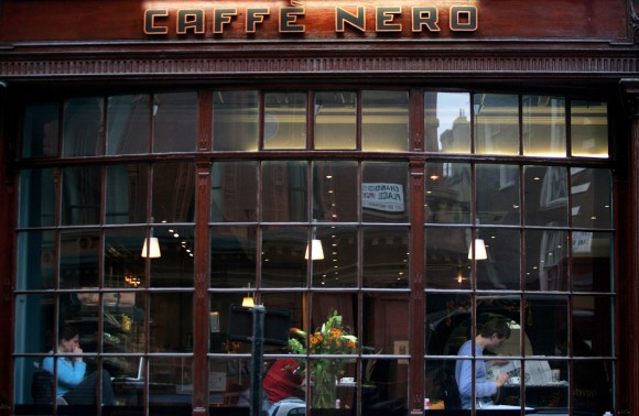 A Cafe Nero coffee store in central London on April 25, 2006 in London, England. (Daniel Berehulak/Getty Images)