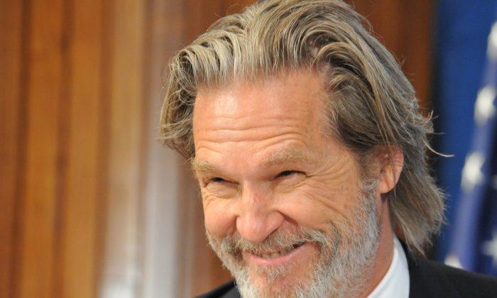 Actor Jeff Bridges at the National Press Club on November 10, 2010 in Washington, DC. (KAREN BLEIER/AFP/Getty Images)