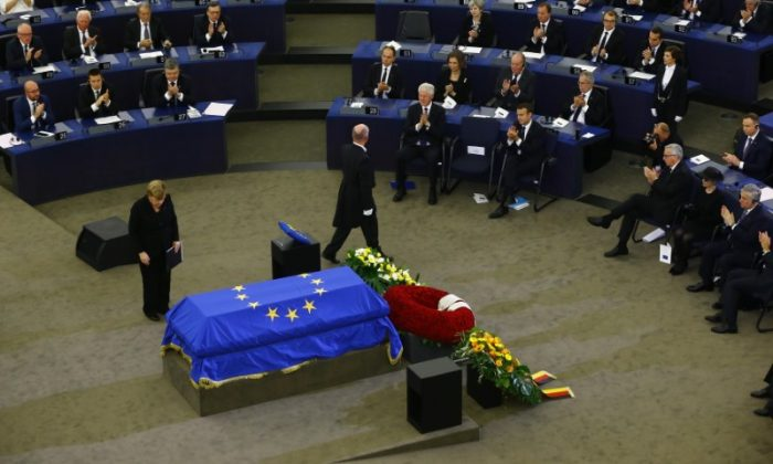 German Chancellor Angela Merkel pays respect in front of the coffin of late former German Chancellor Helmut Kohl during of a memorial ceremony at the European Parliament in Strasbourg, France on July 1, 2017. (REUTERS/Arnd Wiegmann)