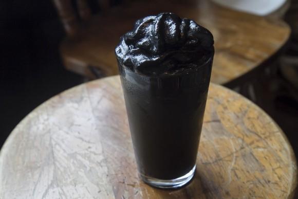 Matte black latte. (Annie Wu/The Epoch Times)