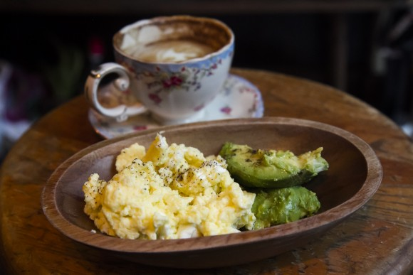 Espresso-machine-cooked scrambled eggs and avocado. (Annie Wu/The Epoch Times)