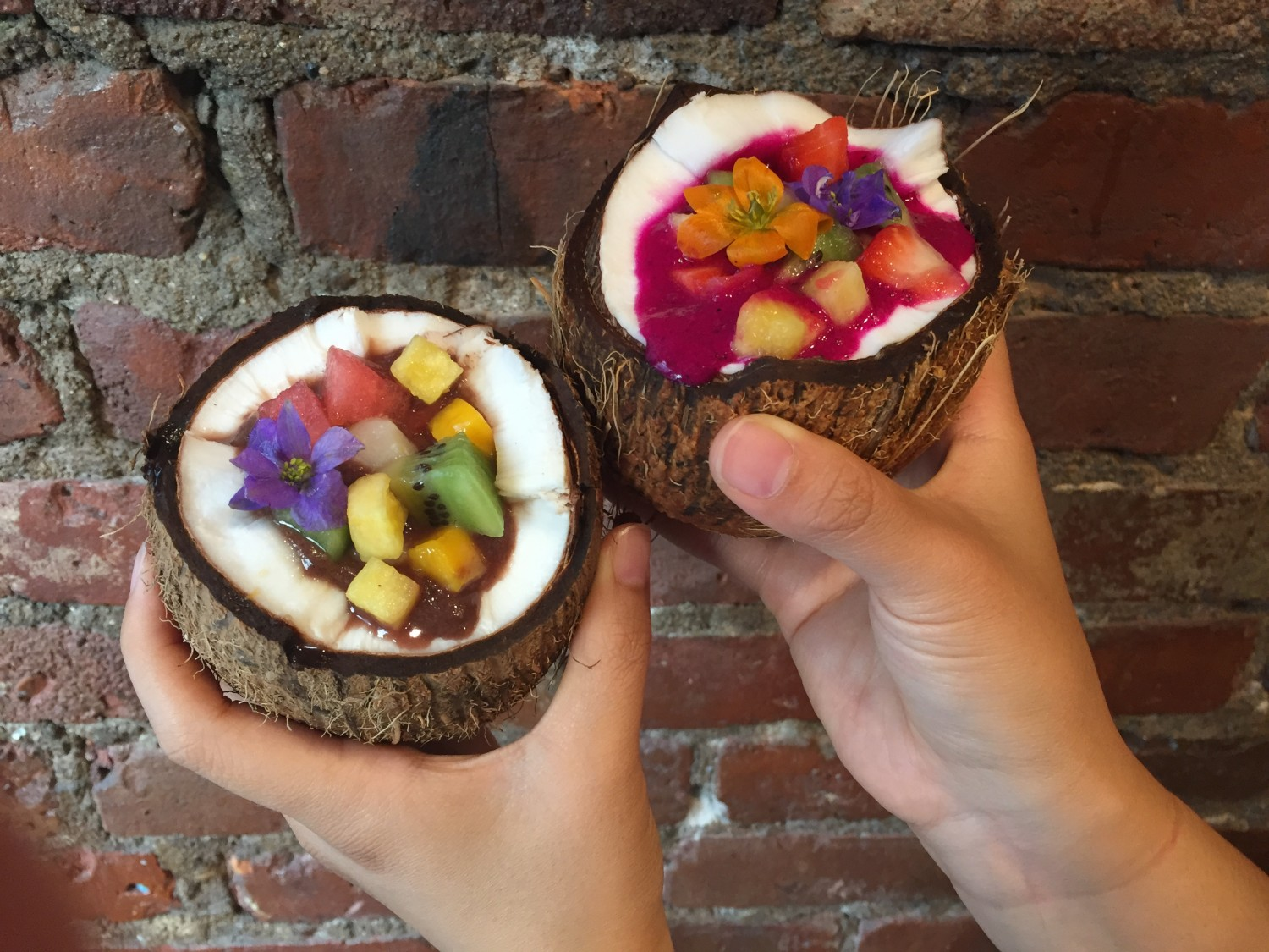 Açai (left) and pitaya, or dragon fruit, bowls at Juicy Spot Cafe. (Annie Wu/The Epoch Times)