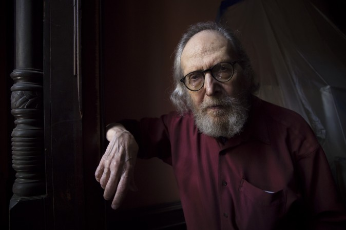 Harvey Dinnerstein at the entrance of his brownstone home in Brooklyn, New York, on May 31, 2017. (Samira Bouaou/The Epoch Times)
