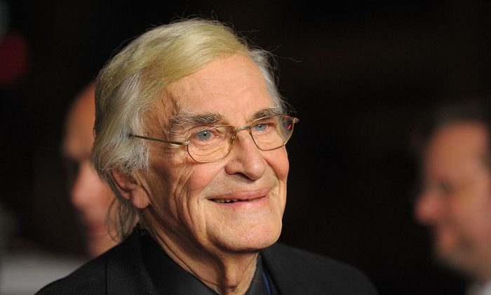 """Martin Landau arrives at the 2009 AFI Fest and Warner Home Video's DVD Release of """"North By Northwest""""  in Hollywood, Calif., on Nov. 2, 2009.  (Jason Merritt/Getty Images)"""