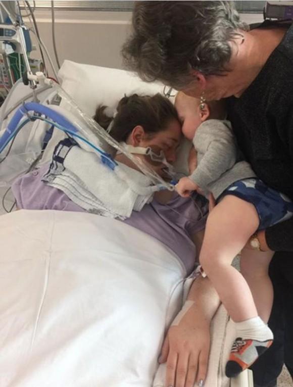 JB Petrak kisses his mom one last goodbye. (Image courtesy https://www.gofundme.com/new-family-face-unthinkable-tragedy)