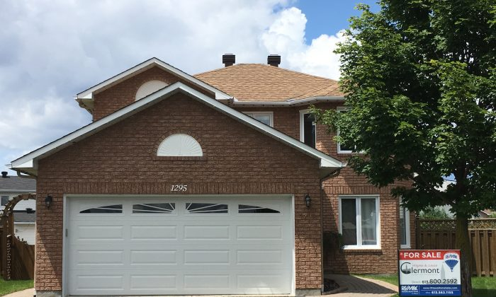 A house for sale in Ottawa's Carson Grove neighbourhood on July 16, 2017. Average sales prices for such homes begin around $550K. (Rahul Vaidyanath/The Epoch Times)