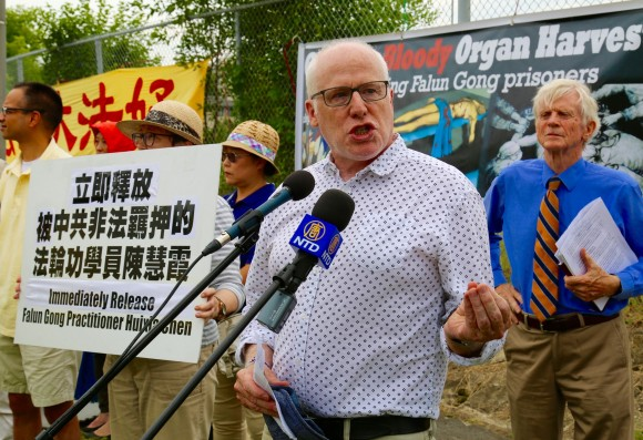 Alex Neve, secretary general of Amnesty International Canada, speaks at a really across from the Chinese embassy in Ottawa on July 19 to call for an end to the persecution of Falun Gong ordered by the Chinese regime 18 years ago on July 20, 1999. On the right is former MP and secretary of state David Kilgour, who also spoke at the event. (The Epoch Times)