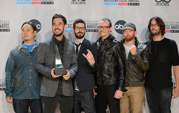 Joe Hahn, Mike Shinoda, Brad Delson, Chester Bennington, Dave Farrell, and Rob Bourdon of Linkin Park pose with the Favorite Alternative Artist award in the press room at the 40th American Music Awards held at Nokia Theatre L.A. Live on November 18, 2012 in Los Angeles, California.  (Photo by Jason Merritt/Getty Images)