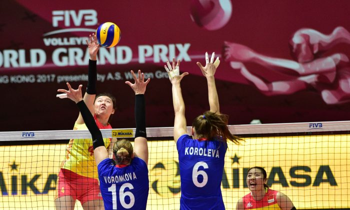 China (red and yellow kit) playing against Russia in the Hong Kong leg of the FIVB Volleyball World Grand Prix on Saturday July 22. Russia won this encounter 3-1. (Bill Cox/Epoch Times)