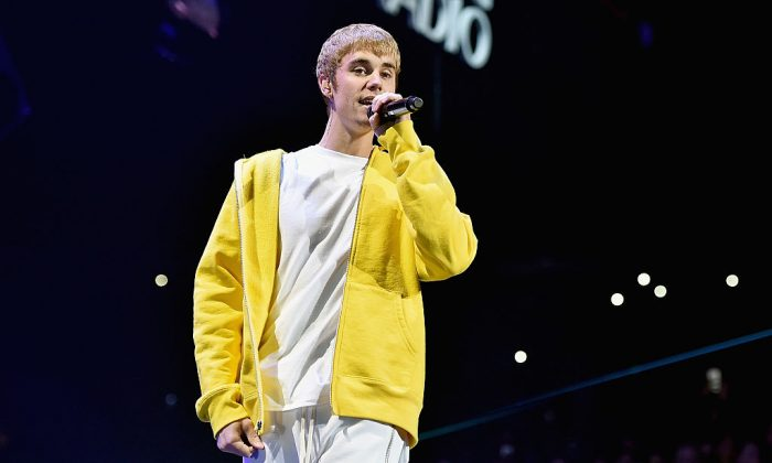 Singer Justin Bieber performs onstage during 102.7 KIIS FM's Jingle Ball 2016 presented by Capital One at Staples Center on December 2, 2016 in Los Angeles, California.  (Photo by Mike Windle/Getty Images for iHeartMedia)