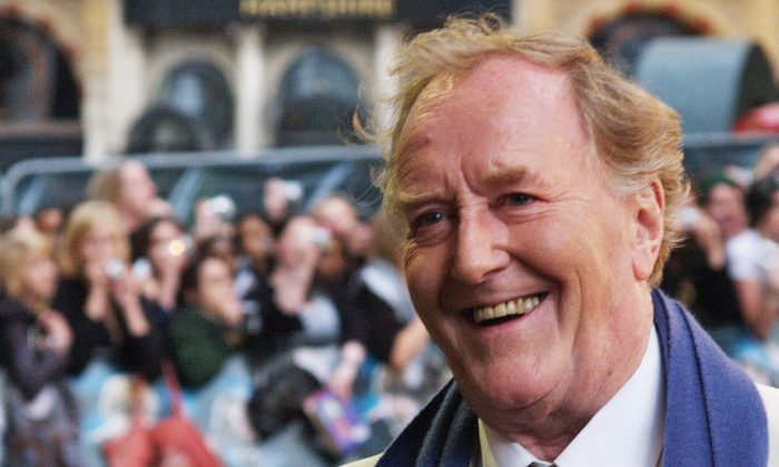 """British actor Robert Hardy arrives in London's Leicester Square for the European Premiere of his latest film """"Harry Potter and the Order of the Phoenix"""" on July 3, 2007. (MAX NASH/AFP/Getty Images)"""