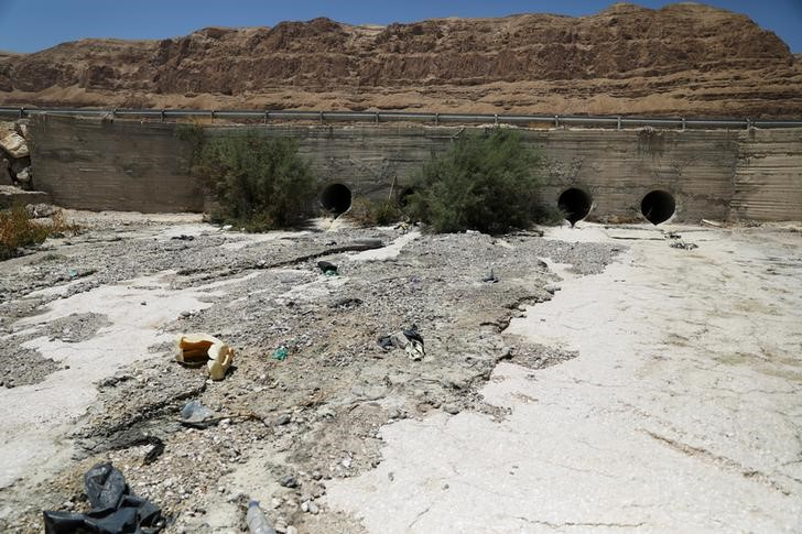 Sewage is seen in the estuary of the Kidron Valley close to where it leads into the Dead Sea in the West Bank August 2, 2017. (REUTERS/Ammar Awad)