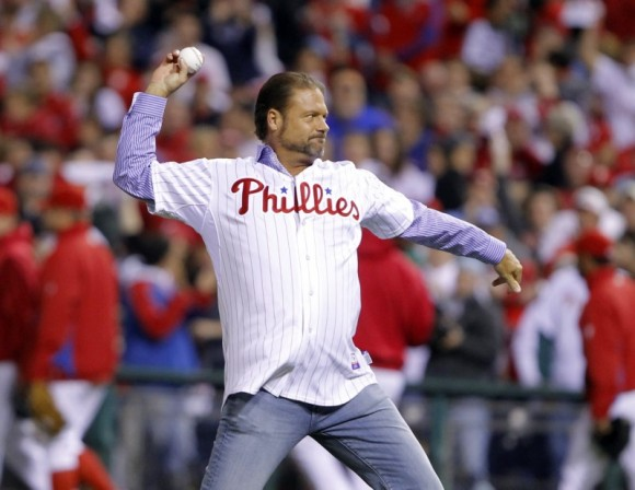 Former Philadelphia Phillies catcher Darren Daulton throws out the ceremonial first pitch for Game 6 of the Major League Baseball NLCS playoff series against the San Francisco Giants in Philadelphia, October 23, 2010. (REUTERS/Brian Snyder)