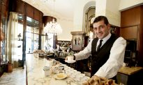 Starbucks Makes a 'Grande' Bet on Italy