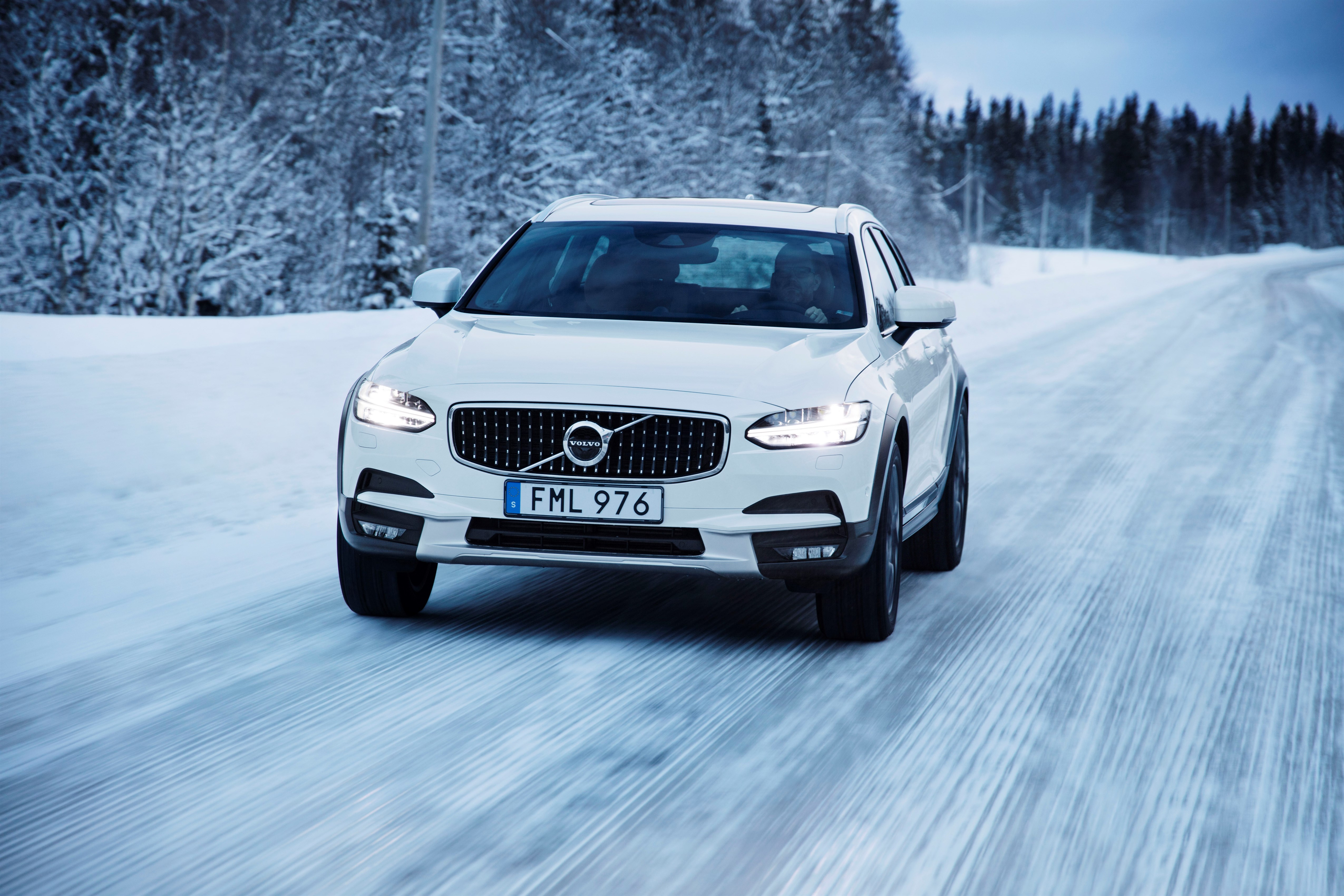 Volvo V90 Cross Country and Volvo V90: A Wagon For the ...