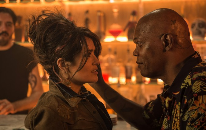 (L–R) Sonia Kincaid (Salma Hayek) and Darius Kincaid (Samuel L Jackson) as love-struck but deadly spouses in