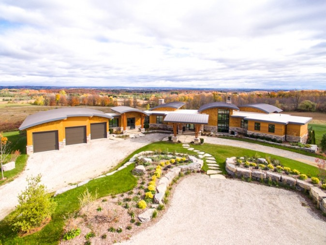 5765 Escarpment Sideroad (Courtesy of Sotheby's International Realty Canada)