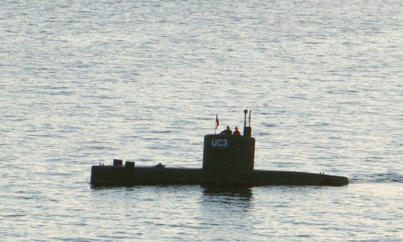 """Allegedly Swedish journalist Kim Wall stands next to a man in the tower of the private submarine """"UC3 Nautilus"""" on August 10, 2017 in Copenhagen Harbor.  (PETER THOMPSON/AFP/Getty Images)"""