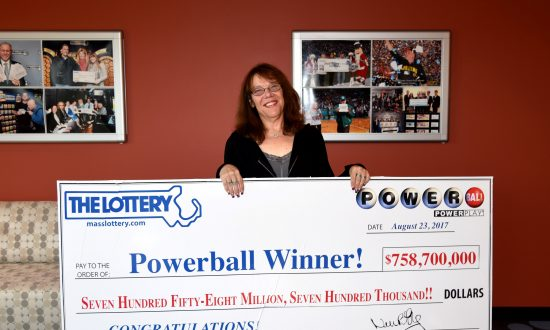 $758 Million Powerball Winner Told Boyfriend of 15 Years 'I'm Moving on to a Better Life' Last Year