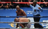 Mayweather Reveals What He Told McGregor During Fight