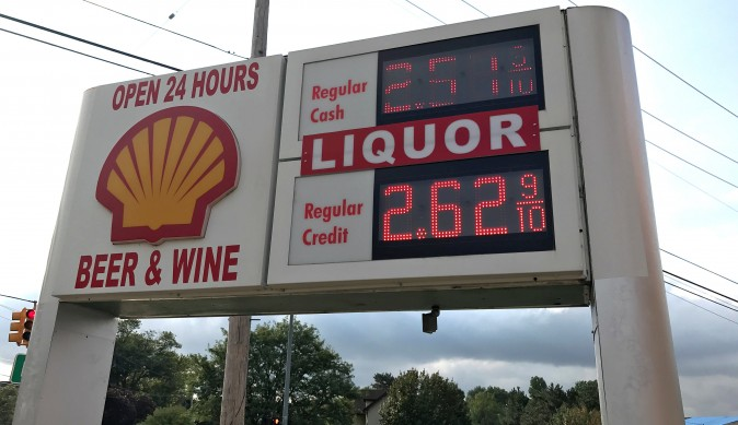 Gasoline Prices are seen at a service station in Michigan, U.S., August 31, 2017. (REUTERS/Joe White)