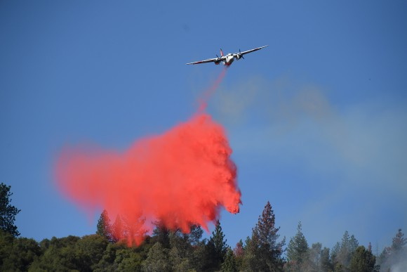 A tanker drops retardant while battling the Ponderosa Fire east of Oroville, California, U.S. August 30, 2017.   (REUTERS/Noah Berger)