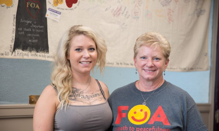 Recovering heroin addict April Erion (L) and her mother Lori Erion in Dayton, Ohio, on Aug. 2, 2017. Lori founded the support group FOA (Families of Addicts) after noticing a lack of resources for family members dealing with drug addicted loved ones. (Benjamin Chasteen/The Epoch Times)