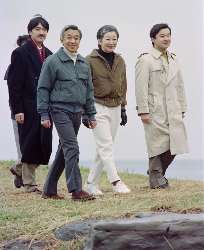 The Japanese Imperial family, (L-R) Prince Akishino, Emperor Akihito, Empress Michiko and Crown Prince Naruhito walk on the beach at Hayama on January 16, 1993. (YOSHIKAZU TSUNO/AFP/Getty Images)