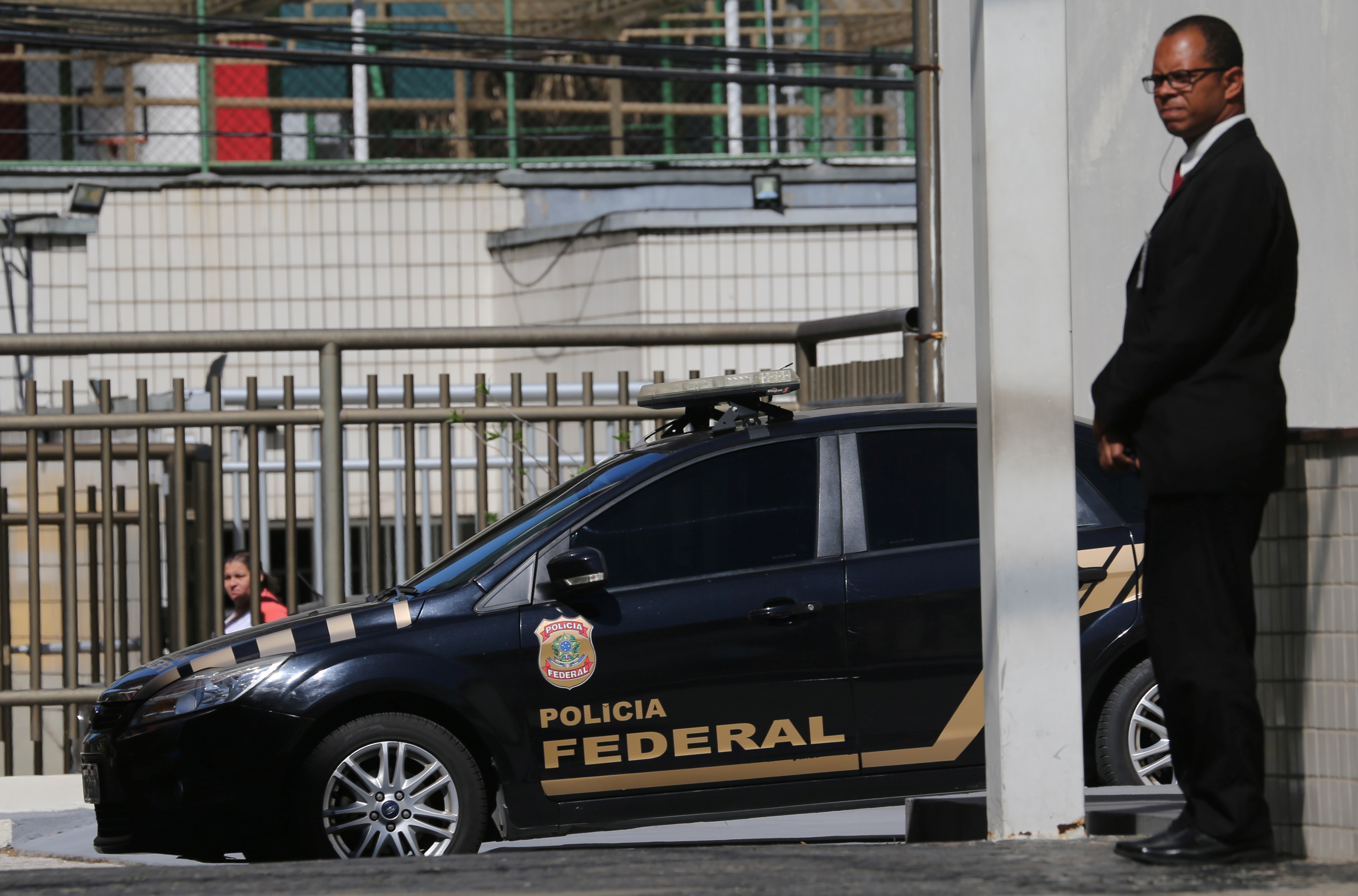 A Federal Police car is seen next to the headquarter of the Brazilian Olympic Committee in Rio de Janeiro, Brazil on Sept. 5, 2017. (REUTERS/Sergio Moraes)