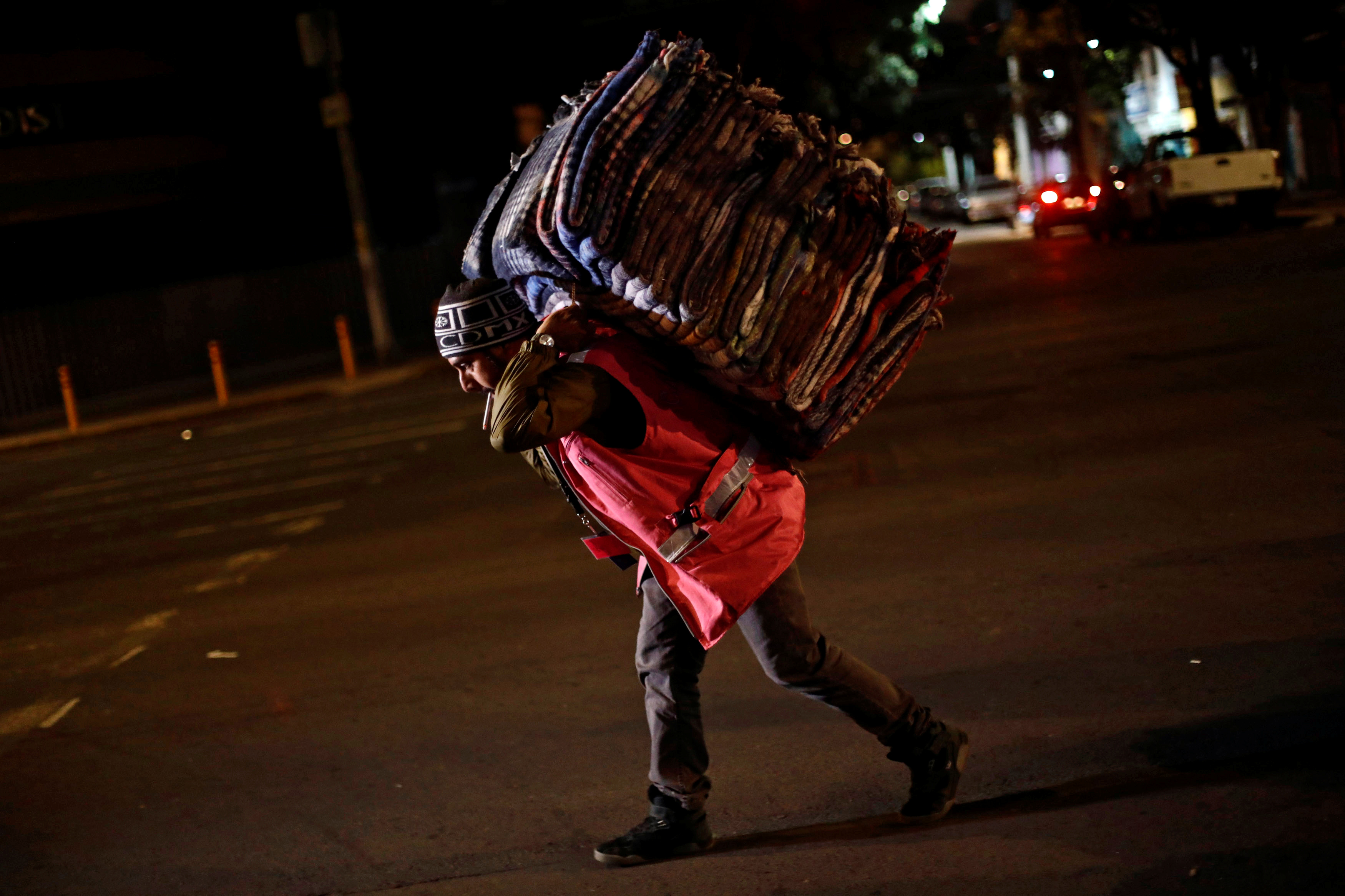 A volunteer carries blankets after an earthquake hit Mexico City, Mexico on Sept. 8, 2017. (REUTERS/Edgard Garrido)