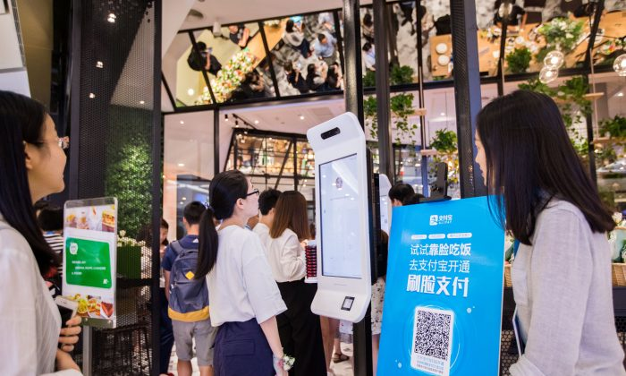 "A customer tries Alipay's facial recognition payment solution ""Smile to Pay"" at KFC's new KPRO restaurant in Hangzhou, Zhejiang province, China September 1, 2017 (REUTERS/Stringer)"