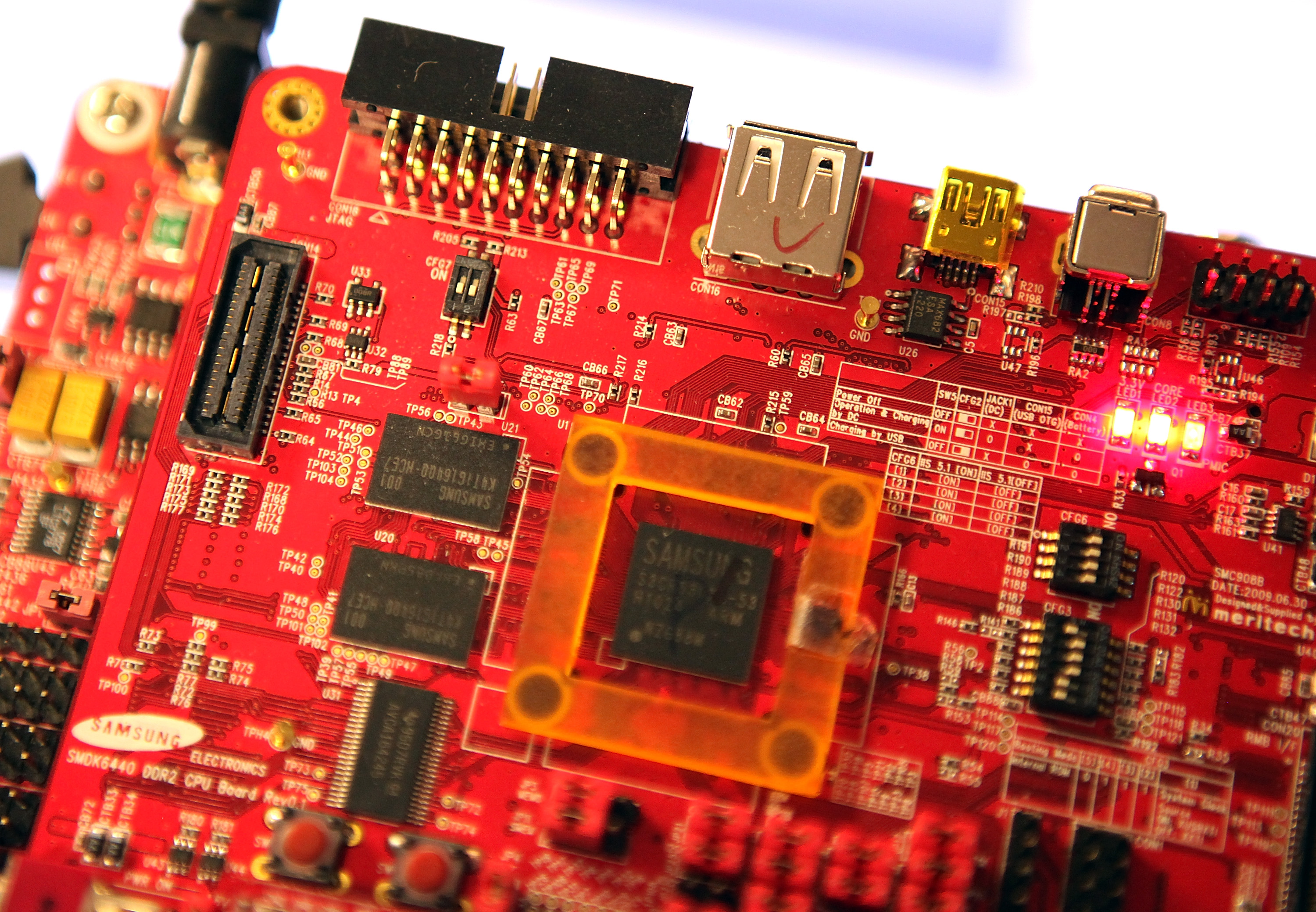 Semiconductors are seen on a circuit board that powers a Samsung tablet at the Samsung MOBILE-ization media and analyst event in San Jose, California on March 23, 2011. (Photo by Justin Sullivan/Getty Images)