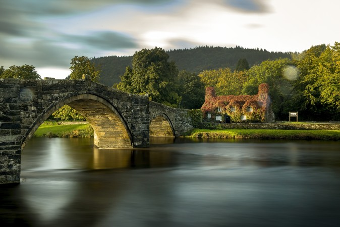 The Tu Hwnt i'r Bont tea room on the banks of the River Conwy at Llanrwst town in Wales on Sept. 13, 2017. The cottage was built in 1480. (Christopher Furlong/Getty Images)