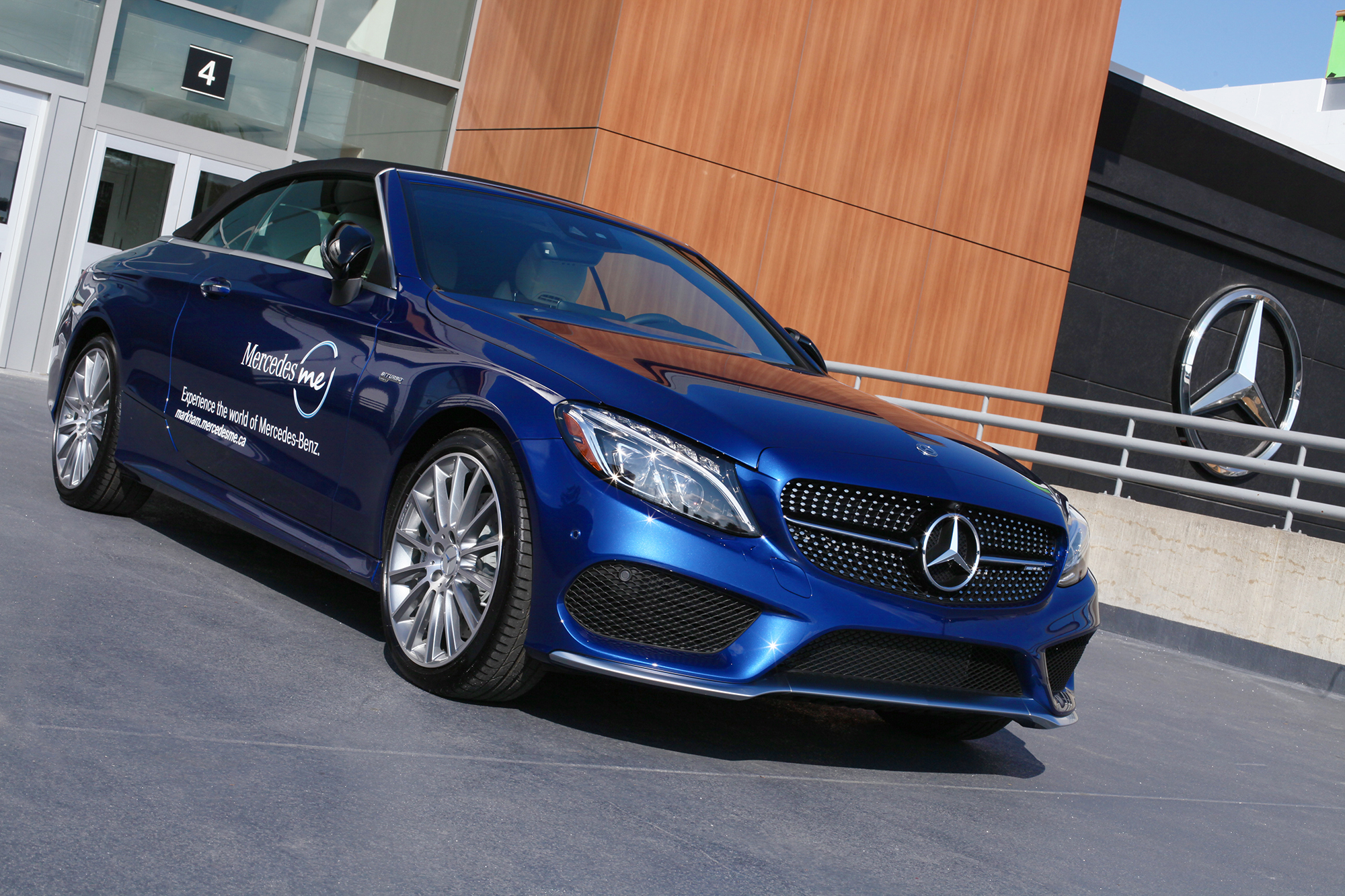 Mercedes benz canada introduces mercedes me retail space for Mercedes benz canda