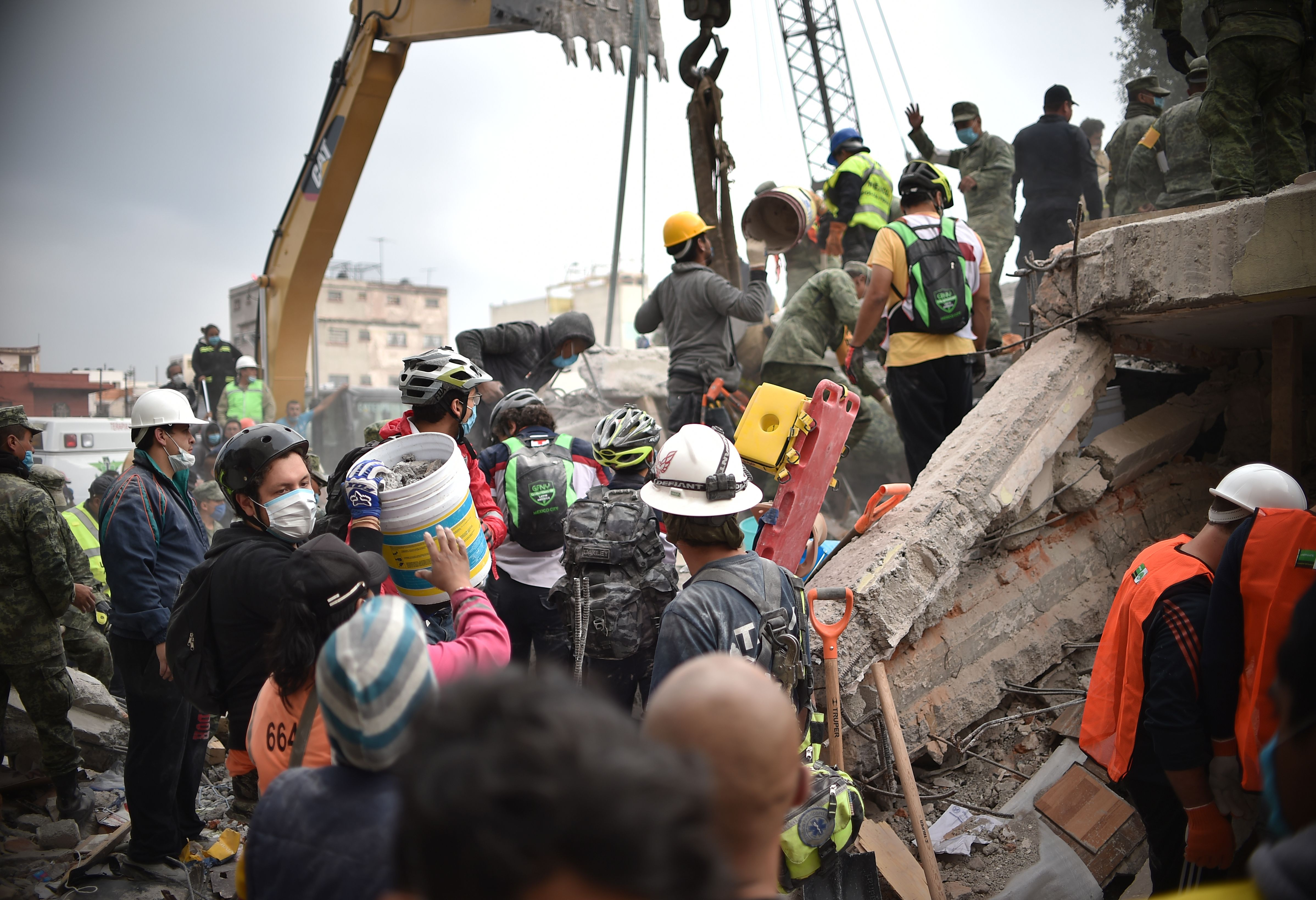 Volunteers remove rubble during the search for survivors in a flattened building in Mexico City on Sept. 20, 2017. (YURI CORTEZ/AFP/Getty Images)