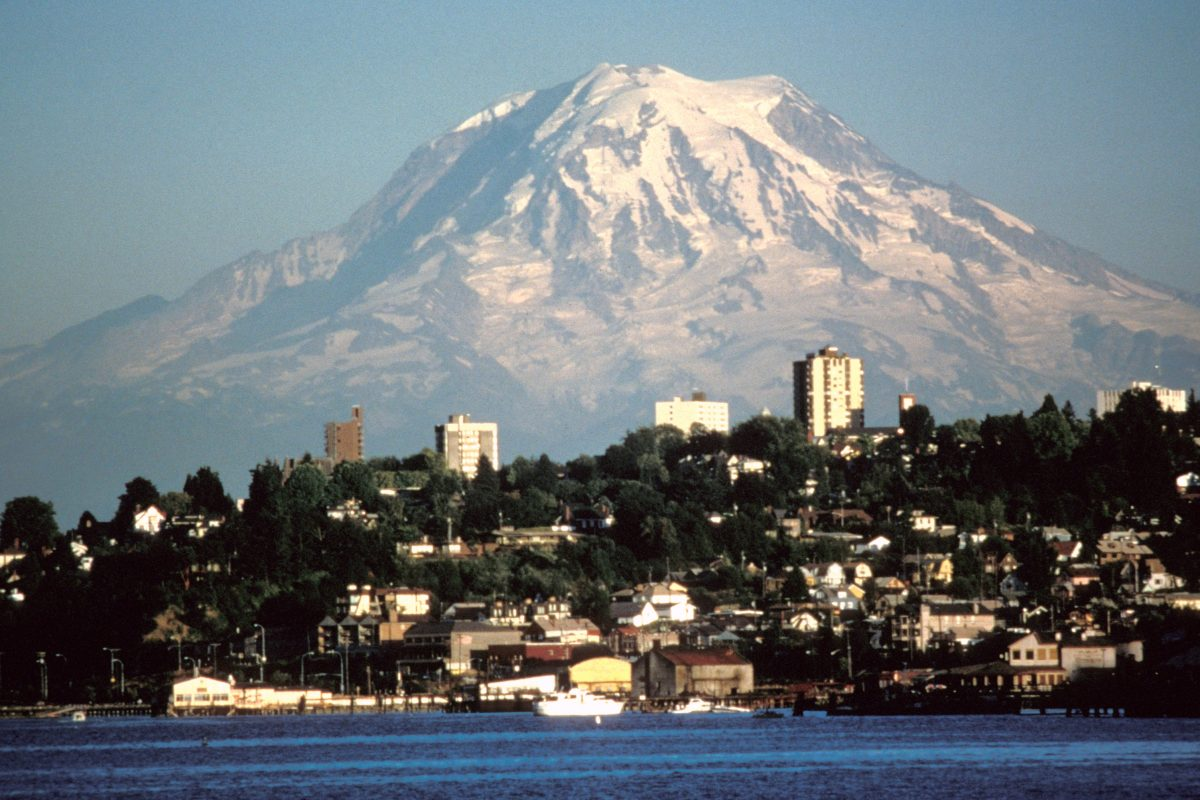 Mount Rainier seen over Tacoma