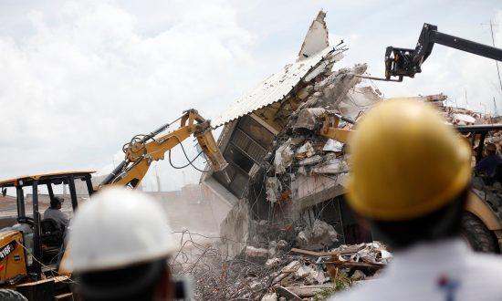 Mexico Quake Efforts Continue Amid Calls for Political Austerity