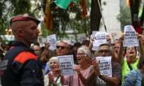Spain Sends More Police to Block Catalonia Referendum