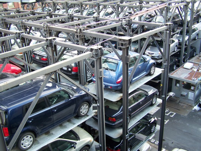 Stacked parking in New York City. (Jérôme/CC BY-SA 3.0)